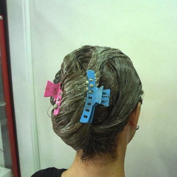 aplicación del tinte en el pelo