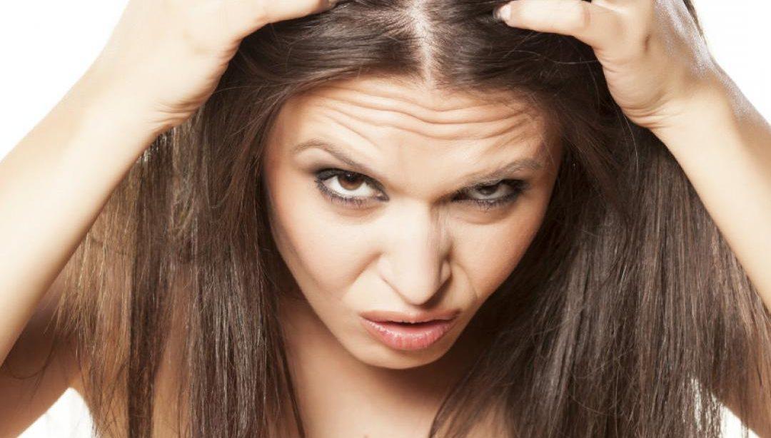 eliminar la grasa del cabello